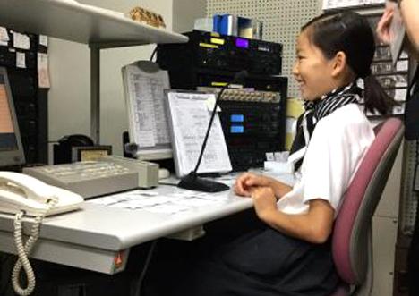 店内放送室での実際の原稿を使った録音体験