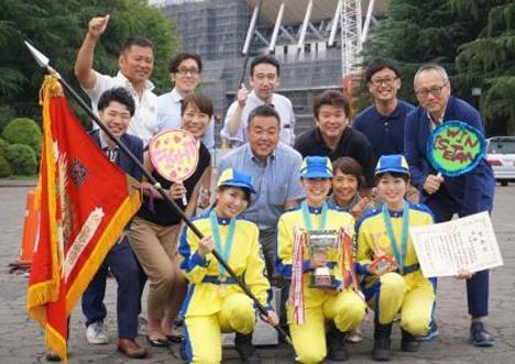 訓練を支えたメンバーとの記念写真