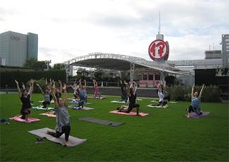 体験の場:Isetan Morning Yoga(朝ヨガ)
