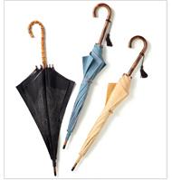 伝統工芸である江戸小紋の型を2000枚以上保有し、両面染めを得意とする廣瀬染工場のブランド<コモンヒロセ>が提案する新しい日傘は、洋装でもお使えいただける。