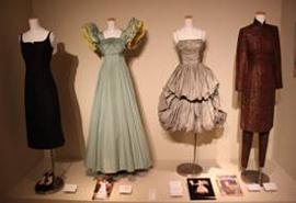 新館7階ギャラリーに展示された衣裳