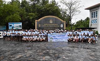 マングローブ植樹活動での記念撮影