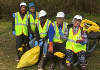 【Picture】Overseas Cleanup Activities UniSea, Inc.