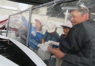【写真】松浦小学校の社会見学レポート