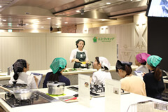 Demonstration by a lecturer during a cooking class