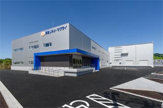 駐車場から作業エリアまでバリアフリー設計の工場