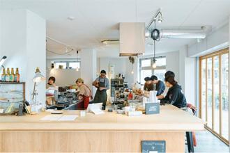 まちづくり拠点として整備したカフェSANDO  Photo Koichi Tanoue