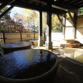 男性用露天風呂には湯船が5つ。