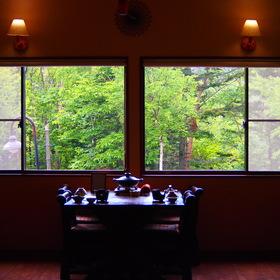 新緑時のレストラン