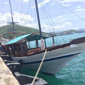 船でコモド島へ