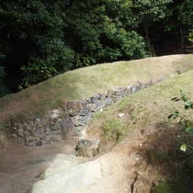 古墳・岩崎城址公園