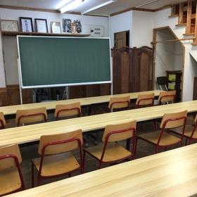 令和元年第一教室 新しい机に入れ替え