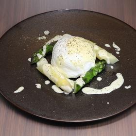 ふわふわ卵とイタリア産ホワイトアスパラガス