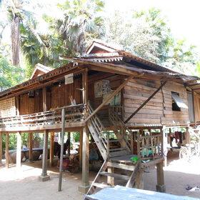 伝統的な高床式の住宅