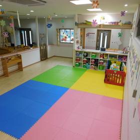 広い保育室でいっぱい遊ぼう!