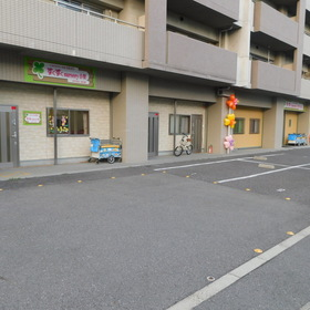 広い駐車スペースで送り迎えも安心!
