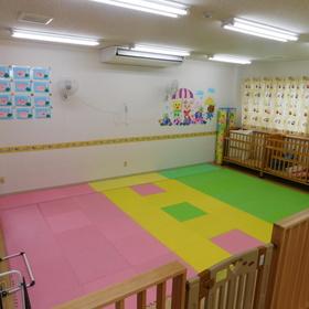 広々とした保育室でたくさん遊ぼう!