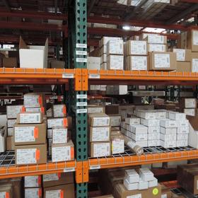 TPS倉庫部門:取引先別に出荷待ちアイテムを保管し、ご希望納期に併せた出荷手配をおこないます。