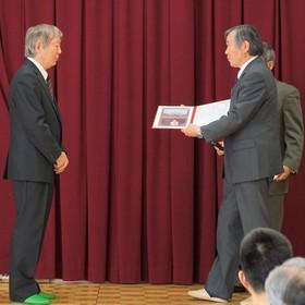 退任増田副区長へ感謝状贈呈