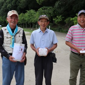 左から〈優勝〉城野敏隆さん〈2位〉林信行さん〈3位〉中島康之さん