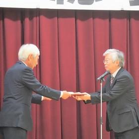 退任される林田副区長へ感謝状贈呈