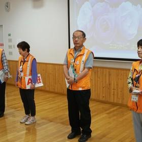 案内ボランティアの河合志郎さん、小泉洋子さん、本田昭二さん、宮島芳枝さん