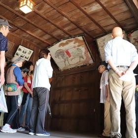 神明社 舞殿の内部