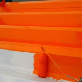 折半屋根中塗り作業