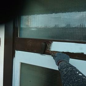 勝手口ドア中塗り作業