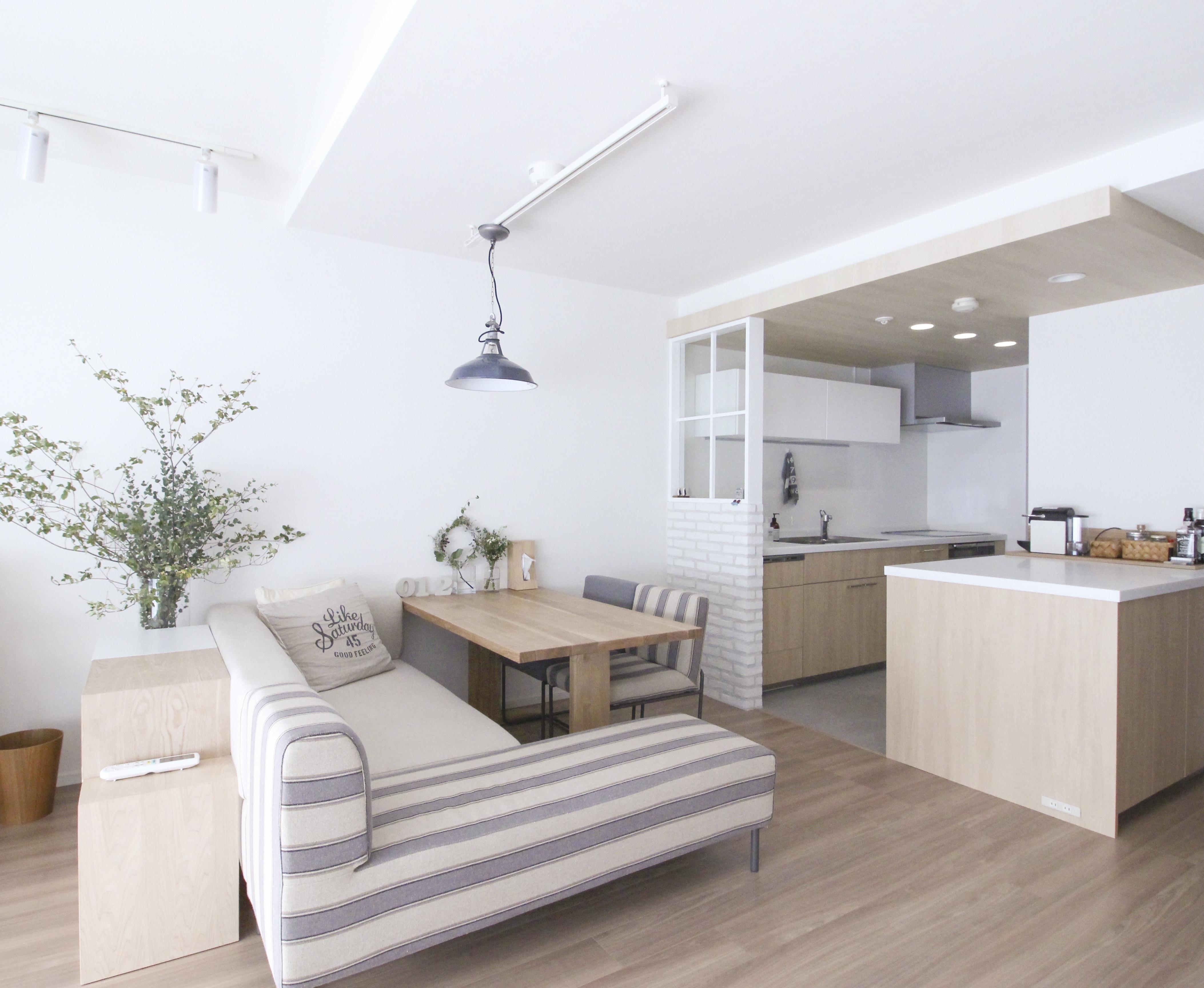 白基調の家~白の選び方と真似したい素敵な事例集~|SUVACO(スバコ)