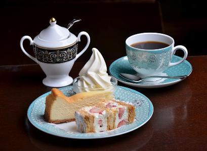 こだわりのコーヒーと人気のケーキ各種