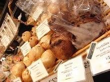 毎日焼き上げるパンはイートインも可能!