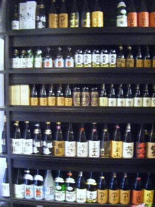 日本酒約20種、焼酎約25種を常備し提供