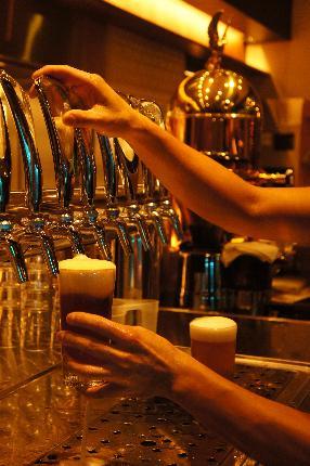 クラフトビールは12TAP