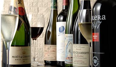 ソムリエ厳選のワインも豊富です。