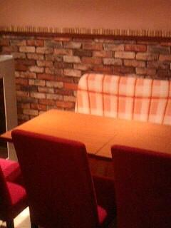 半個室風ソファー席で、まったり晩酌