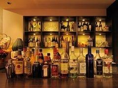 カウンター6席 アルコールも豊富です