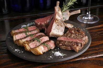 大人気、肉盛りカルネミスト!