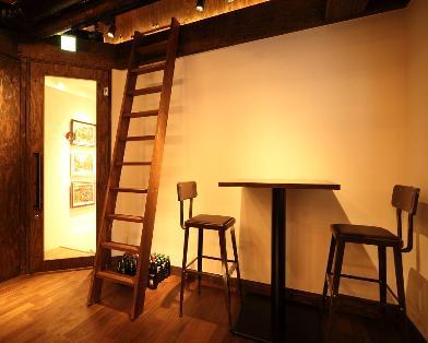 屋根裏部屋へのはしごと入口
