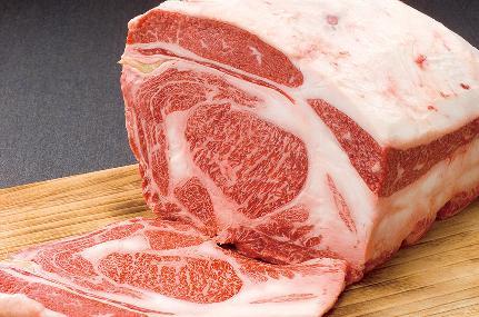 一頭買いしたお肉は自社でさばいています。