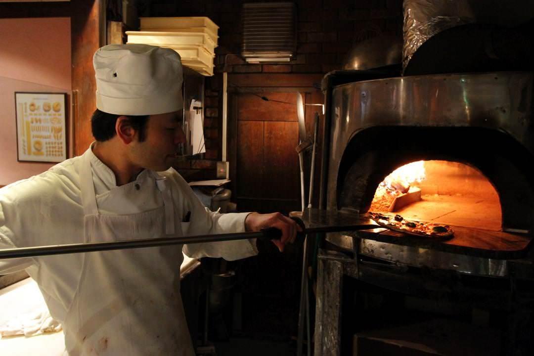 イタリア製の薪釜は段違いの味わいです。