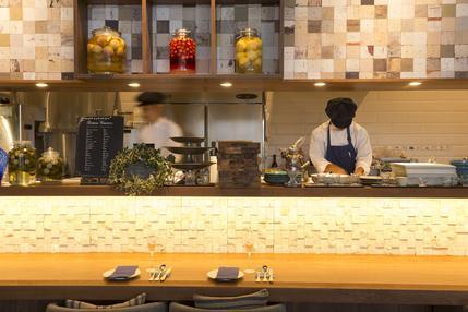 躍動感あるオープンキッチン!