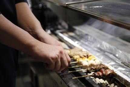手元から排煙する焼台を使用しています!
