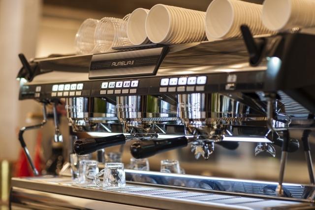 こだわりの機材を使って最高のコーヒーを