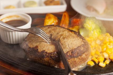 肉汁が溢れだすハンバーグです