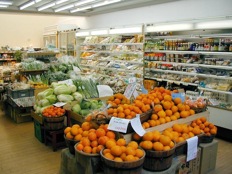 併設された自然食の「野菜市場」