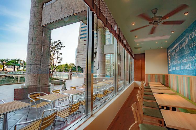 カリフォルニアスタイルのオシャレなカフェ