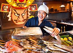 日替わり鮮魚とねぶたが出迎えてくれる店内