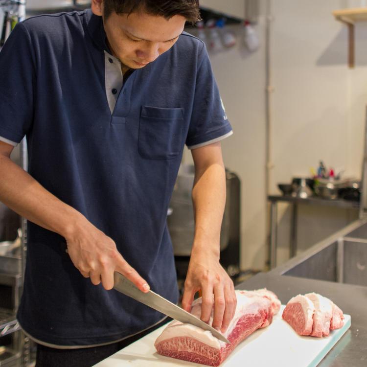 肉の切り方も詳しく教えてくれます♪
