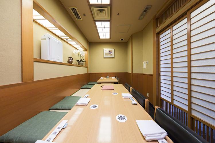 個室テーブル席1室 最大8名様が利用